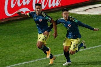 Radamel Falcao y James Rodríguez tras el 2-2
