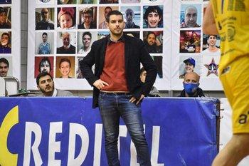Martín Sedes, de Olivol Mundial, en el partido ante Unión Atlética de los playoffs de El Metro 2020