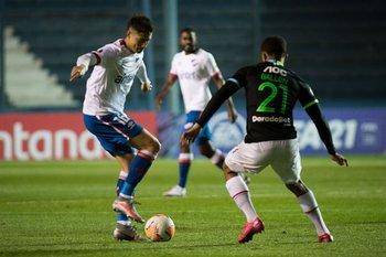 Emiliano Martínez gana en confianza
