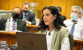 La ministra Azucena Arbeleche y parte del equipo económico en comisión de Hacienda.