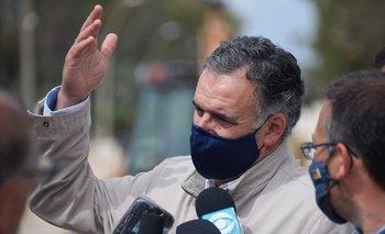 El intendente de Canelones cuestionó los cruces políticos en el peor momento de la pandemia