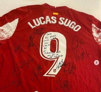 La camiseta 9 de Atlético con el nombre de Lucas Sugo