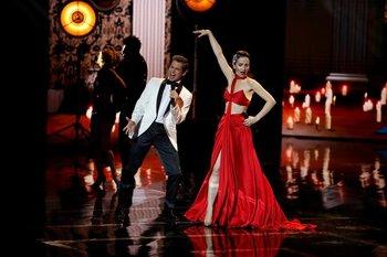 Carlos Baute y Natalia Oreiro en el escenario de los premios Platino