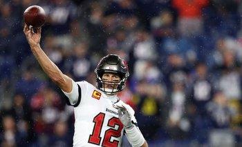 Brady en acción ante los Patriots