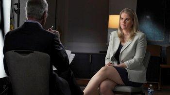 """Frances Haugen siendo entrevistada por Scott Pelley para el programa """"60 Minutes"""" de la CBS"""