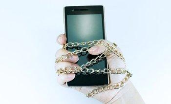 ¿Estás pendiente de tu celular a cada rato?
