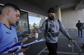Luis Suárez atendió los requerimientos de los hinchas