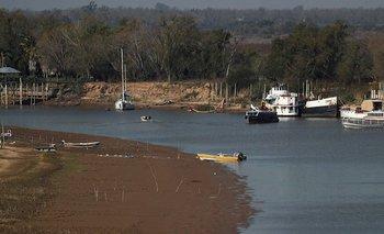 Una imagen de barcos encallados en el Paraná en Rosario