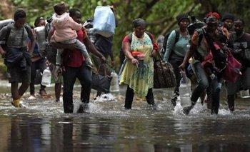 En su ruta deben atravesar una densa zona selvática entre Colombia y Panamá de la que muchos no pueden salir con vida