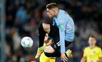 Valverde y su magia en estado puro: parece sostenerse en el aire para acariciar a pelota