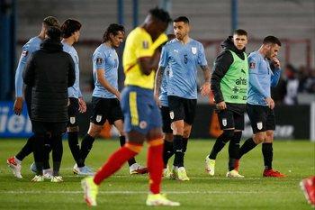Las caras largas de los jugadores de Uruguay tras dejar dos puntos ante Colombia