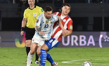 Messi elude a Richard Sánchez en un partido en el que ambos equipos solo lograron empatar