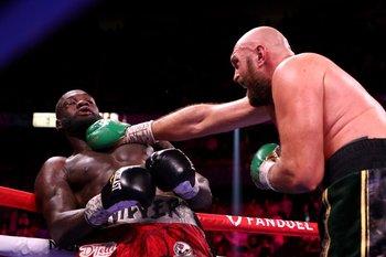 Tyson Fury golpeó con un gancho a Wilder y lo derribó varias veces