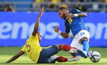 Wilmar Barrios con todo ante Neymar