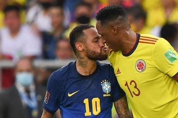 Neymar y Yerry Mina tuvieron un fuerte entredicho