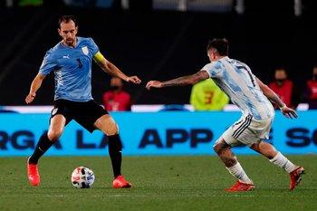 Diego Godin sigue sumando partidos con la selección nacional