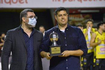 Sergio Benítez premió al mejor DT, Mathías Nieto