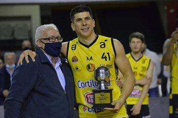 Álvaro Butureira premió al MVP, Demian Álvarez