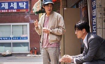 Seong Gi‑Hun y Cho Sang-Woo, dos de los personajes principales de Squid Game o El juego del calamar