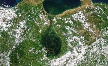 El lago de Maracaibo, en el occidente de Venezuela, ha sido símbolo de la industria petrolera y motor económico nacional y regional