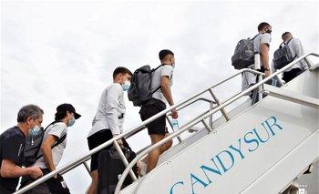 Los celestes ya volaron hacia Brasil para enfrentar a los dueños de casa