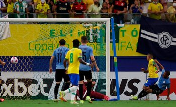 De la Cruz no llega a Cerrar y Raphinha convierte el 2-0 para Brasil ante Uruguay