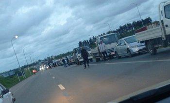 Los comerciantes se manifestaron bloqueando los accesos a la UAM
