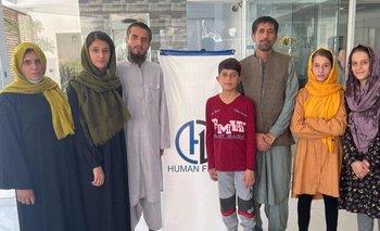 Aman Khalili (3o desde la derecha) y su familia.