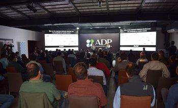 Participaron unas 150 personas en la sede de la AAD y unas 300 a distancia.