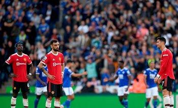Bruno Fernandes y Cristiano Ronaldo no pueden creer la derrota ante Leicester City