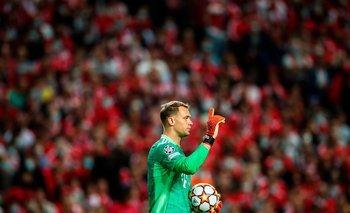Manuel Neuer contra un estadio lleno de Benfica