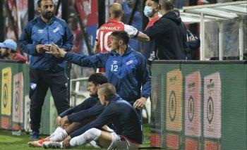 Sergio Rochet terminó mirando el partido junto a Cantera y Almeida