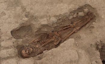 Imagen del folleto sin fecha publicada por el Museo Tumbas Reales de Sipán (Museo Tumbas Reales de Sipán) de uno de los 29 sitios de entierro humano con más de mil años de antigüedad