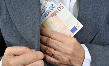 Se aplican a los pagos o dividendos que las empresas entregan a los accionistas