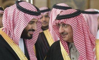 Mohammed bin Salman (izquierda) reemplazó a Mohammed bin Nayef (derecha) como príncipe heredero en 2017