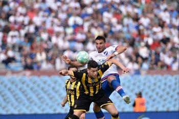Clásico, contra Gonzalo Bergessio