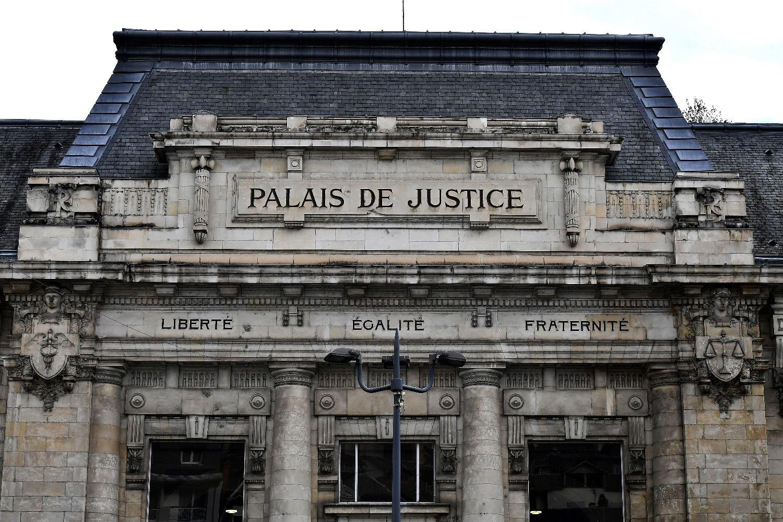Una mujer escondió a su beba en el baúl de un auto durante dos años — Francia