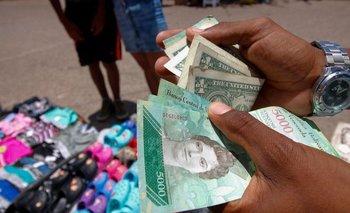 El dólar está perdiendo poder de compra en Venezuela a un ritmo acelerado.