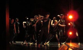 Los bailarines representando Chacona