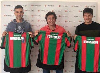 Julio César Toresani y su cuerpo técnico: Gastón De los Santos y Luis Bondelas