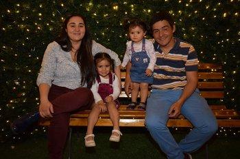 Noelia Arias, Pia,Maia y Alberto Maciel