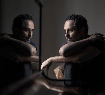 El músico enfrenta acciones legales por el uso de una fotografía en la que aparece junto a Joaquín Sabina