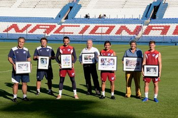 Martín Lasarte, Marcelo Tulbovitz, Esteban Conde, José Luis Rodríguez, Martín Ligüera, Pablo Durán y Santiago Romero premiados en Fútbolx100 en el Uruguayo Especial 2016