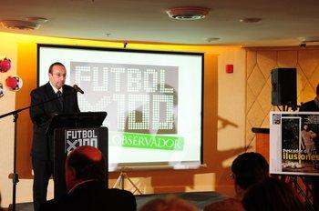 Luis Eduardo Inzaurralde, editor de Referí, en la presentación de Fútbolx100 del Campeonato Uruguayo 2011-2012