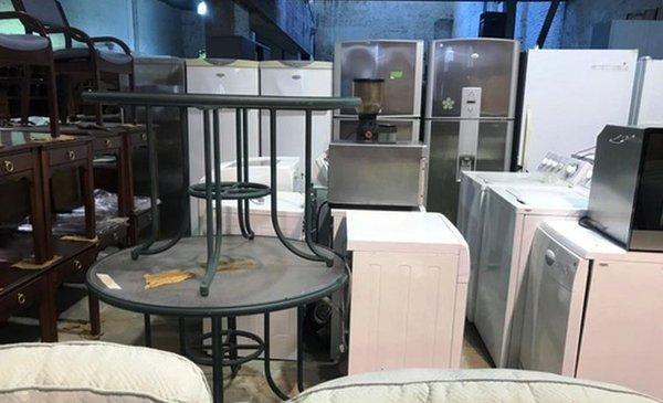 Embajada de estados unidos saca a remate muebles y equipos for Muebles el uruguayo