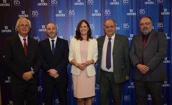 Rodolfo Saldaain, Fernándo Abisaab, Elisa Facio, Gabriel Burone y Alberyo Mesa