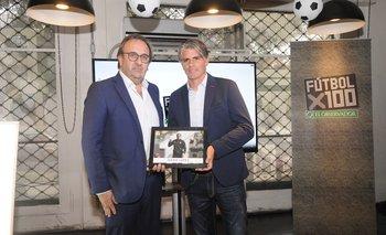 Jorge Casales en la entrega de premios de Fútbolx100 distingue a Diego López