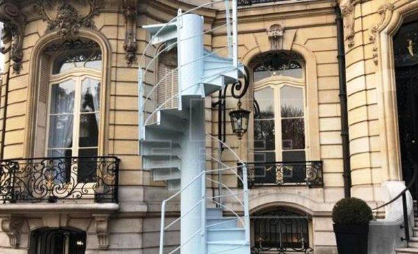 Tramo de escaleras de la torre eiffel se subasta por us - Subastas ministerio del interior ...