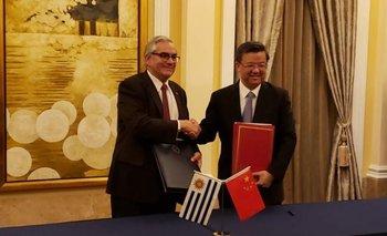 Enzo Benech junto al ministro de Aduanas chino, Ni Yuefeng.