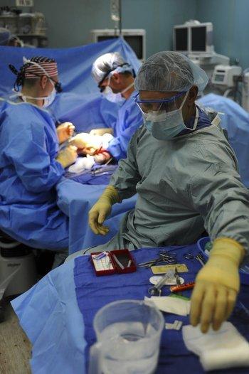 """Se resolvió retomar las consultas presenciales en """"todas las especialidades médicas y quirúrgicas"""", los estudios diagnósticos invasivos y las cirugías de coordinación"""